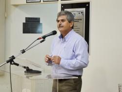 Presidente da Câmara Municipal, vereador Erney Antônio de Paula  discursa durante Colação de Grau.