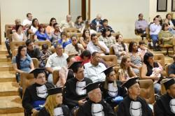Formandos, familiares e convidados acompanham  solenidade de Colação de Grau.