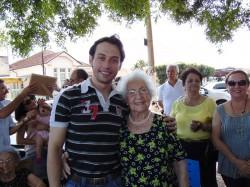 Homenageada, senhora Dirce Nadalin e  o Prefeito Maicon Lopes.
