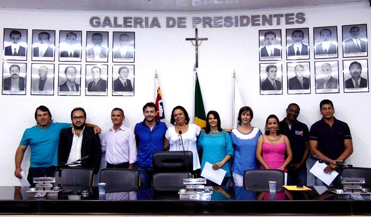 Conselheiros Tutelares, e autoridades durante cerimônia de posse.