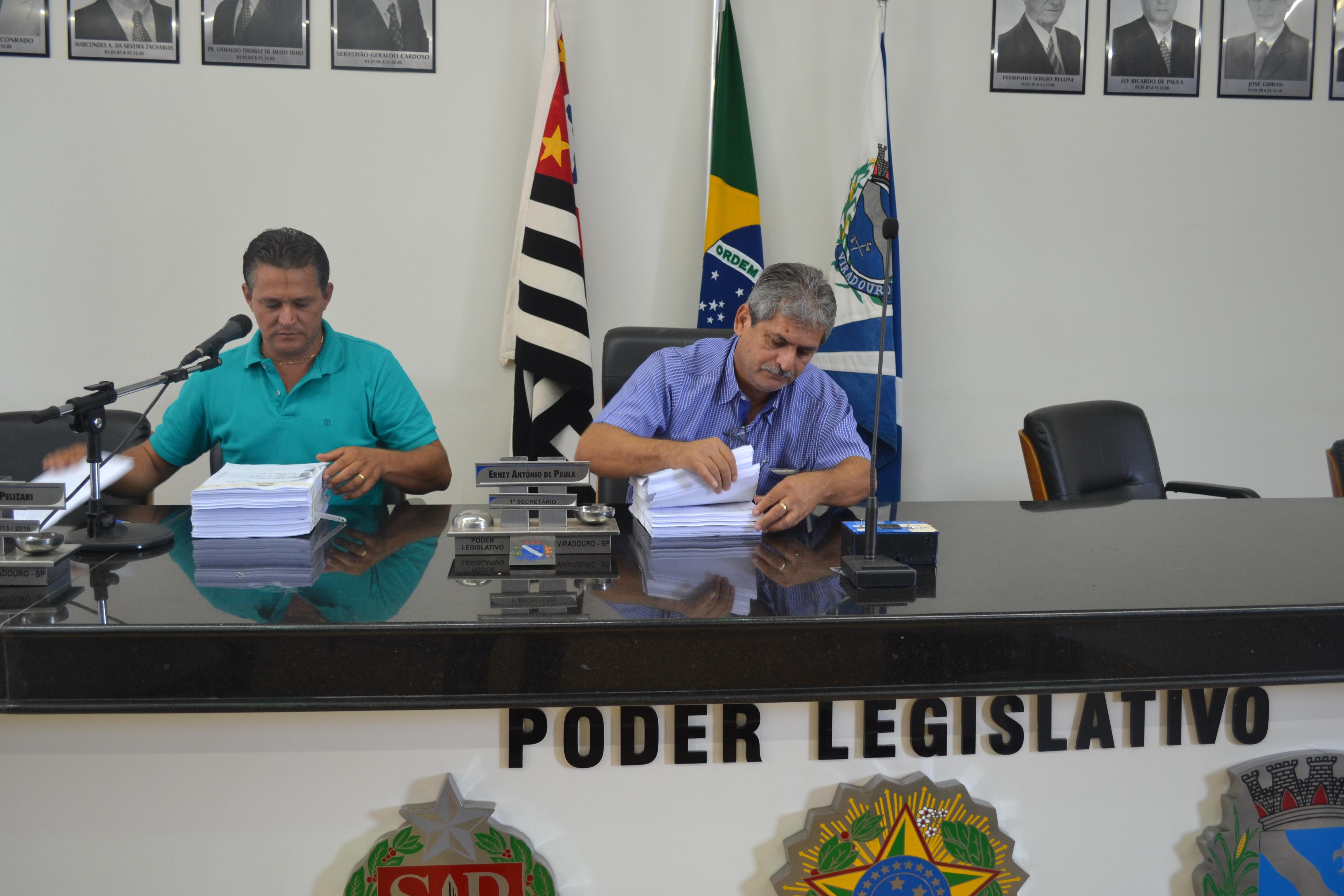 Membros da Comissão de Finanças e Orçamento analisam as Contas do Poder Executivo referentes ao exercício 2012.