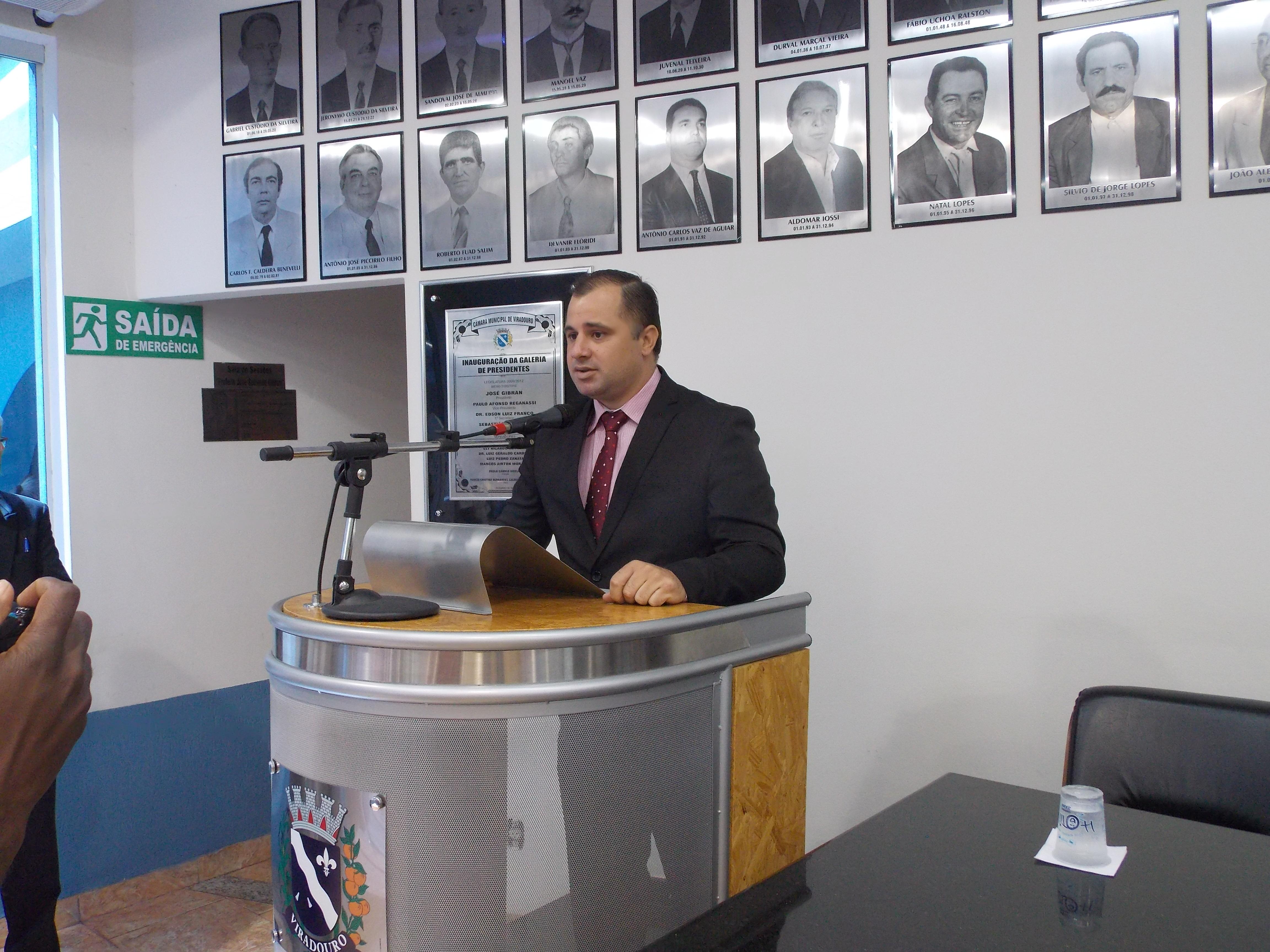 Vereador Eder do Randal, discursa durante sua posse.