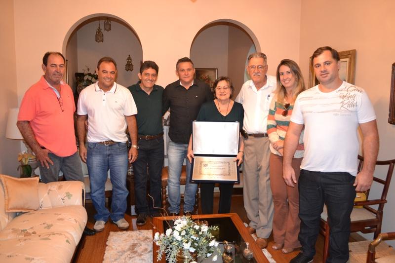 Sra. Regina Maria Evangelisth Farah recebe o Título de cidadã Viradourense.