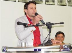 Ex-Prefeito Maicon Lopes discursa durante Sessão Solene.