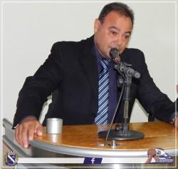 Vereador Marquinho Morasco discursa durante Sessão Solene.