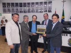 Dr. Emerson da Silva Abade recebe o Título de Cidadão Viradourense.